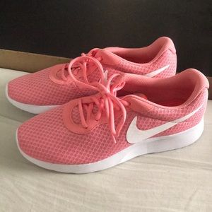 🌸Coral Nike shoes